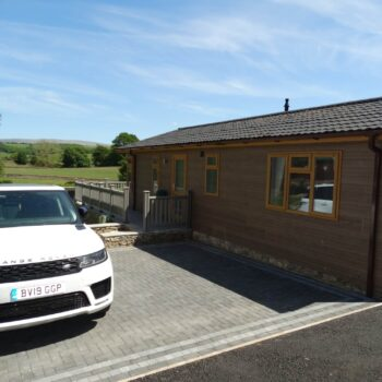 Holiday home with paved driveway and decking
