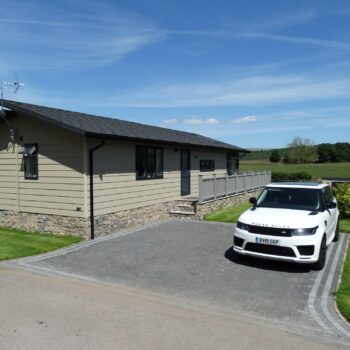 Holiday home with side deck an driveway